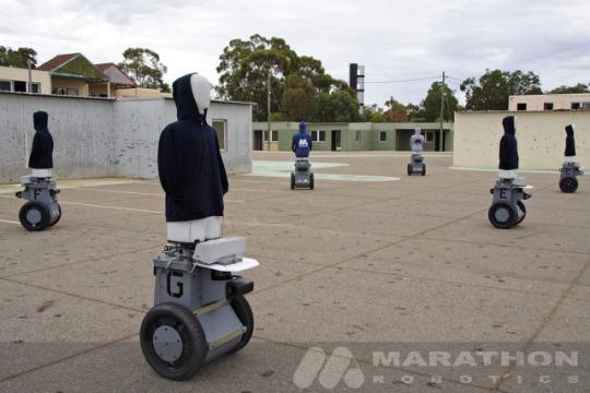 Морская пехота США в июле 2010 года начнет испытание новых роботизированных мишеней для учебных центров, сообщает Marine Corps Times. Если испытания завершатся успешно, роботы, внешний вид которых похож на людей, лягут в основу стрелковой подготовки бойцов. В проверке примут участие восемь новых мишеней.
