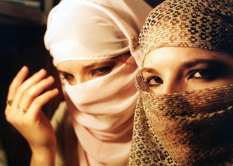 Почему религия так строга к женщинам?