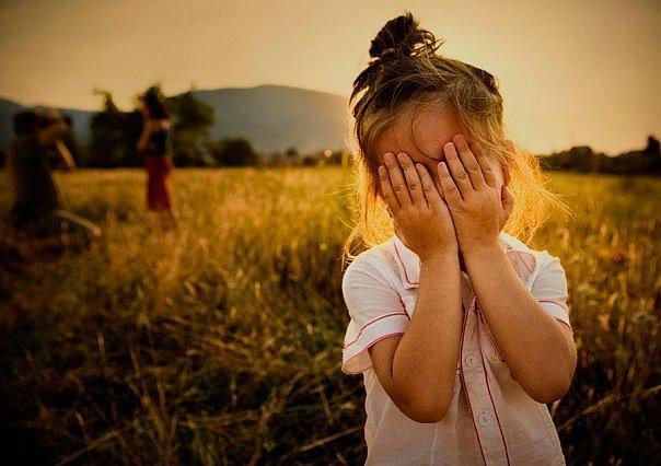 Зачем закрывают глаза детей на 65
