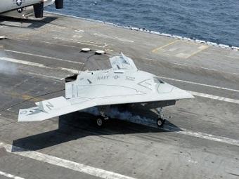 Боевой беспилотник X-47B произвел успешную посадку на борт авианосца