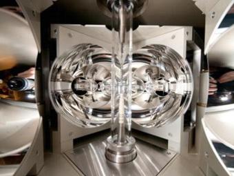 Атомы, содержащиеся в клетках кристаллов, производят электричество