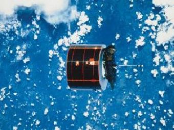 Почему спутники не падают на Землю