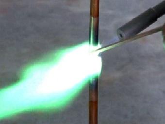 Сварочная горелка SafeFlame превращает воду в огонь