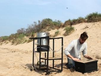 Устройство Dupe создает «биологический цемент» из песка, бактерий и мочевины