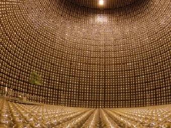 Таинственные нейтрино меняют форму по ночам
