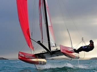 Flying Phantom: парусник, парящий в полуметре над водой